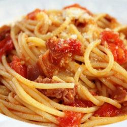 Spaghetti all'Amatriciana Leggera (Prosciutto and Cherry Tomatoes)
