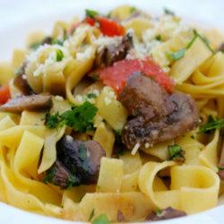 Fettuccine ai Funghi e Pomodoro (Mushrooms)