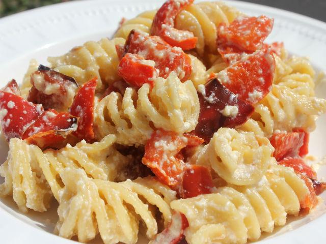 Sunday Pasta Fusilli con Peperoni e Ricotta Garrubbo Guide