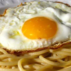 Spaghetti con L'uovo Fritto (Fried Egg)
