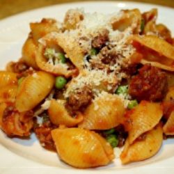 Conchiglie Bolognese con Piselli (Meat Sauce and Peas)
