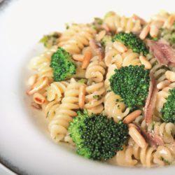 Fusilli con Broccoli, Acciughe e Pinoli